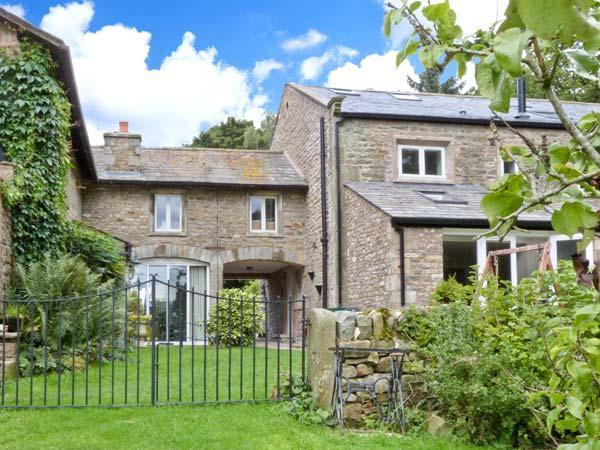 SPEN HOUSE luxury cottage, woodburning stove, en-suites in Bentham Ref 23242 - Image 1 - Bentham - rentals