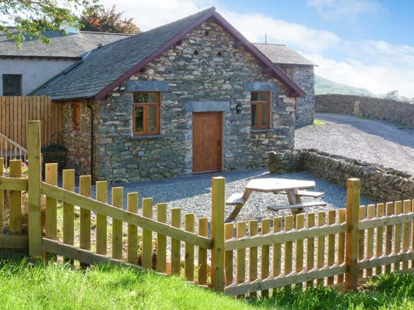 YEW TREE COTTAGE hot tub, four poster bed, woodburning stove in Coniston Ref - Image 1 - Coniston - rentals