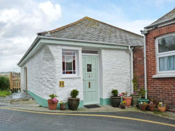 ROSE COTTAGE, traditional fisherman's cottage, woodburner, enclosed garden, sea views, in Mevagissey, Ref 25581 - Image 1 - Mevagissey - rentals