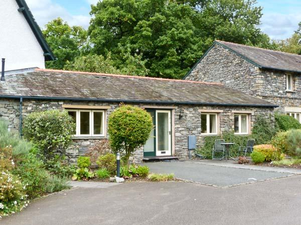 APPLE TREE COTTAGE, single-storey, romantic retreat, walks from door, shop and pub close by, near Troutbeck Bridge, Ref 27912 - Image 1 - Troutbeck Bridge - rentals