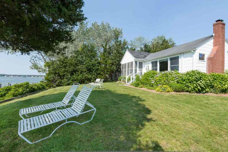 Leisure on the bay - Dreamy Beachfront Cottage - Hampton Bays - rentals