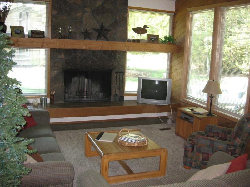 Quelah Condo-Private Pool & Tennis Ct, Hot Tub - Image 1 - Sunriver - rentals