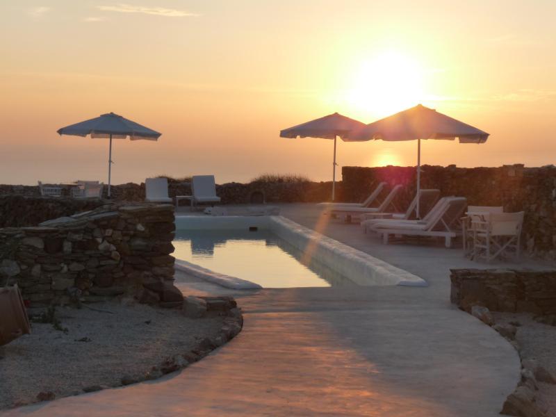 Lithia pool at sunset - FOLEGANDROS 'LITHIA' - VILLA MYRTIA & POOL - Folegandros - rentals