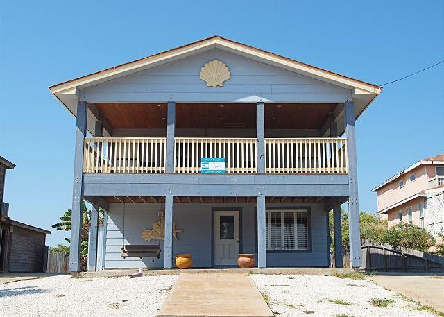 Welcome to Cyndies Beach House - 3 bedroom 2 bath remodeled home just a short walk to the beach! - Port Aransas - rentals