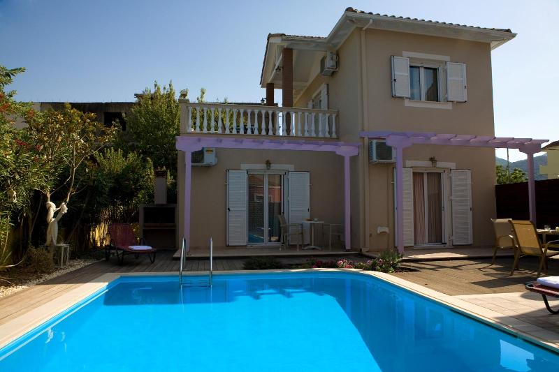 Private villa with swimming pool, bbq, walk to Nidri town center - Image 1 - Lefkas - rentals