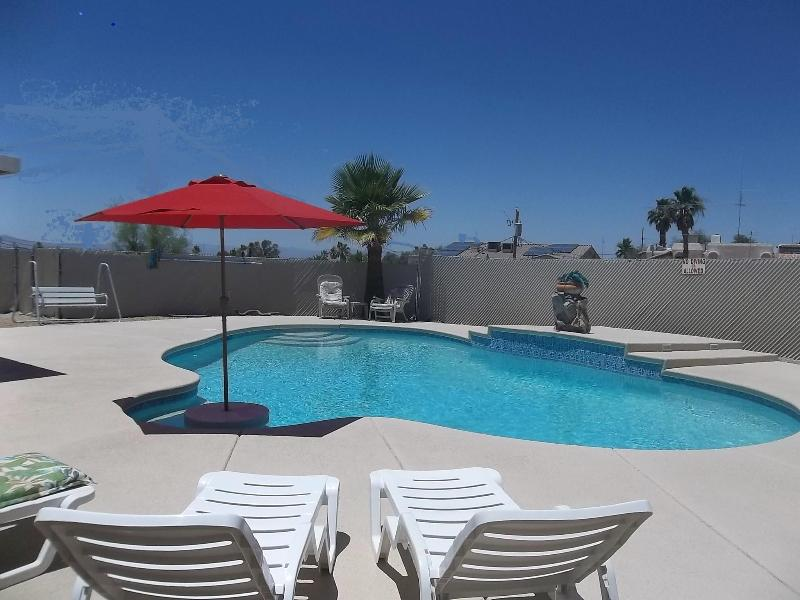 Large pool with plenty of decking & chairs - Great deal! 3 BR w/pool from $895/wk & $139/night - Lake Havasu City - rentals