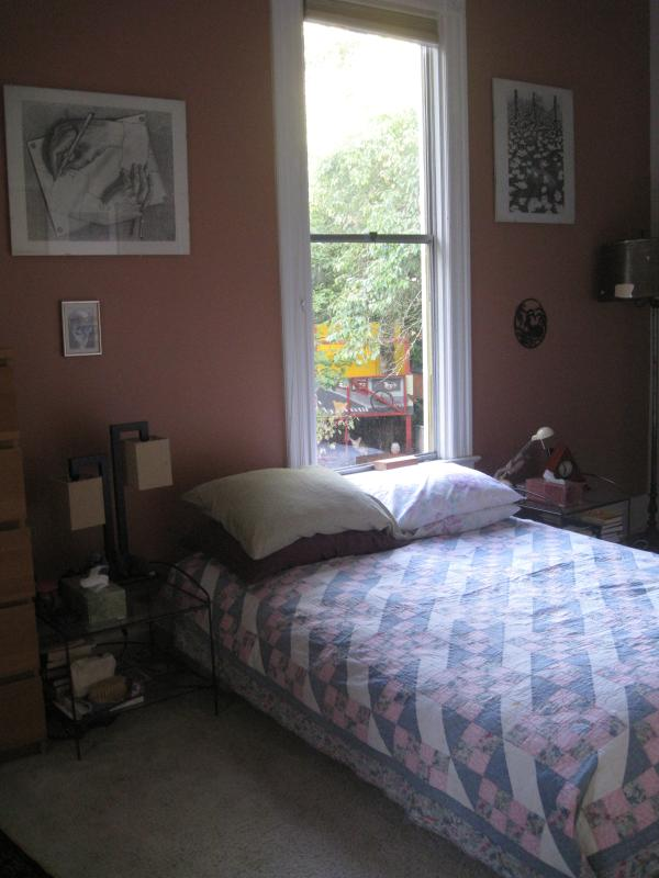 Bedroom with double futon - Large room in a Victorian house (inner NE PDX) - Portland - rentals