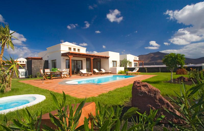 Exterior garden and private swimming pool - Aquamarina Villas - Playa Blanca - rentals