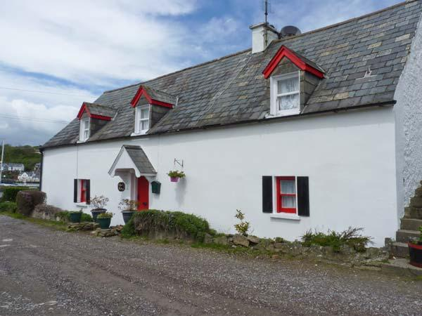 APRIL COTTAGE, all ground floor, next to harbour, near to beach in Kinsale Ref 24753 - Image 1 - Kinsale - rentals