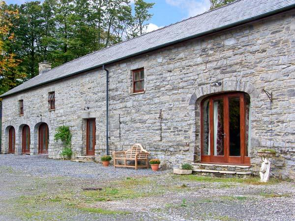 THE GRANARY, woodburner, extensive grounds, quality barn conversion in peaceful location near Narberth, Ref. 28947 - Image 1 - Narberth - rentals
