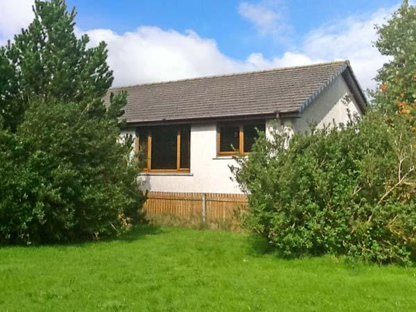 DORREY VIEW COTTAGE, single-storey property, well-equipped kitchen, ample off road parking, near Halkirk, Ref 5135 - Image 1 - Halkirk - rentals