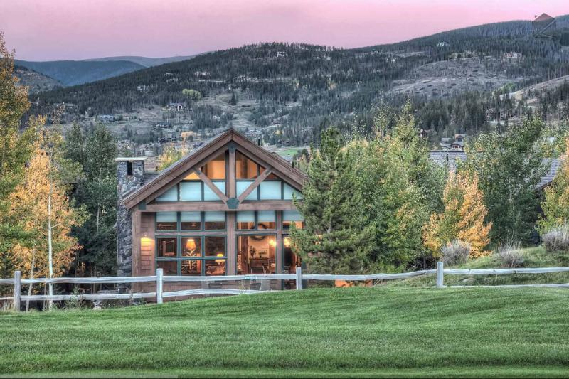 You'll enjoy the best of both worlds, mountains to the front and golf to the back. - Pristine mountain home on golf course with hot tub, amazing mountain views(views, golf course) - Apres Ski Retreat - Breckenridge - rentals