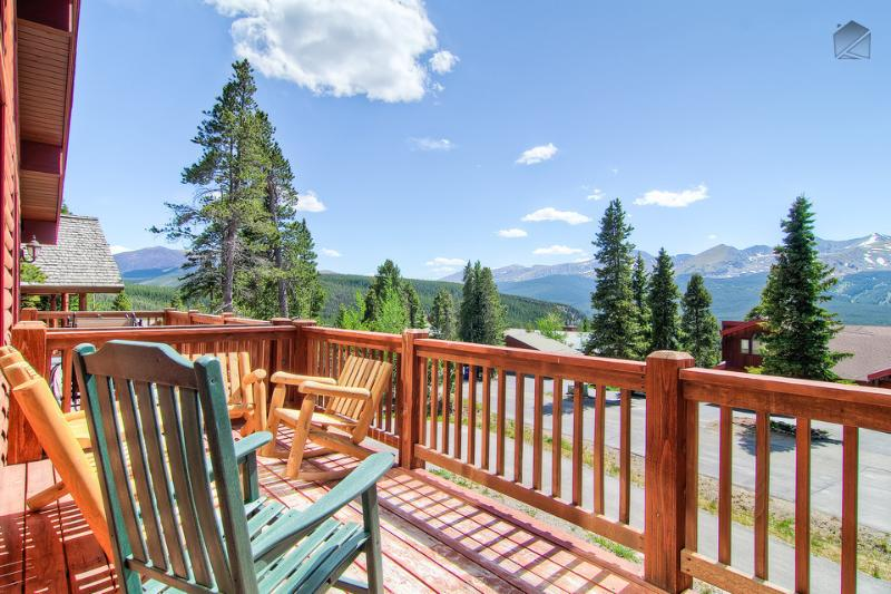 Plot your adventure on the ski mountain while enjoying your morning coffee on the front balcony. - Luxury mountain home with hot tub, heated deck, and gorgeous mountain views (amazing views, free shuttle) - Firelight Luxury - Breckenridge - rentals