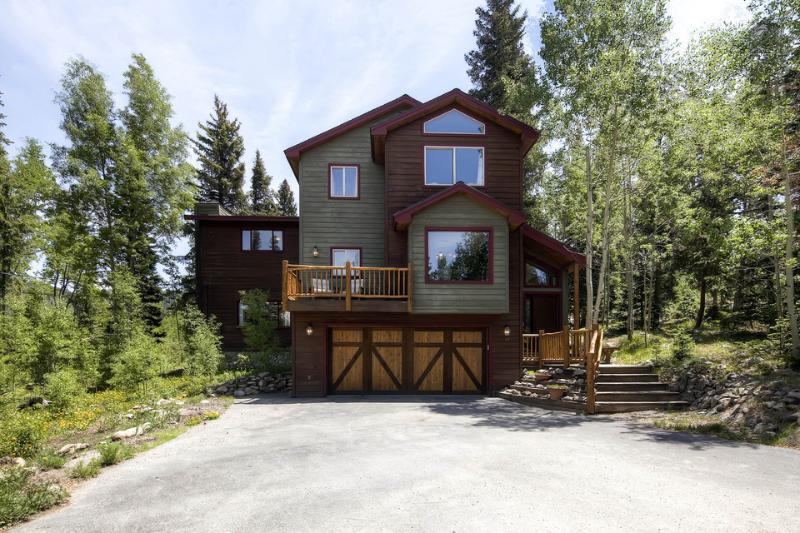 This 3 level home offers easy access to both downtown and the great outdoors. - Beautiful mountain home with amazing views, free ski shuttle, and fire pit (amazing views, free shuttle) - High Point Retreat - Breckenridge - rentals