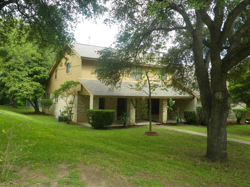 Beautiful large private lot - Hidden Gem.  Great for F1 - Austin - rentals