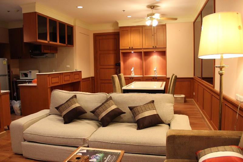 Living Room - Superb Location!!! Spacious 2 Bedroom Suite - Bangkok - rentals