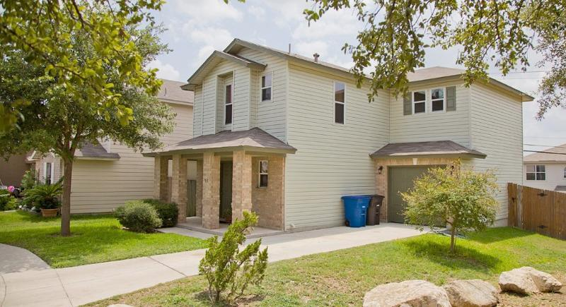 Front of Home - SA Vacay - Close to Sea World & Lackland AFB. - San Antonio - rentals