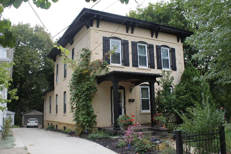 Subject with private view - Ann Arbor Downtown Apartment - Ann Arbor - rentals