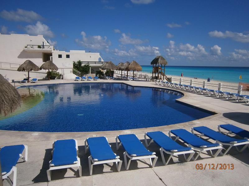 Fabulous Beachfront Villa in Cancun Mexico - Image 1 - Cancun - rentals