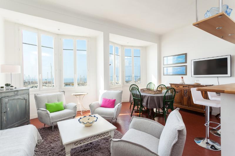 Salon - vue mer - Captain's- 3 Bedroom Apartment near Cannes - Golfe-Juan Vallauris - rentals