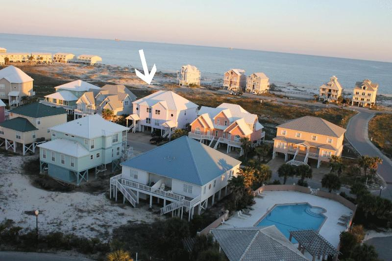 Just a short walk to pool and beach - Great View of Gulf! 4BR/4BA Spacious Beach House, Pool, Short Walk to Beach - Fort Morgan - rentals