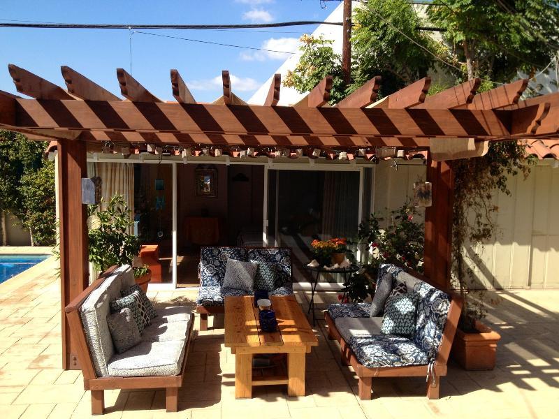 Front Entrance View - Cozy Guest Studio Unit in Backyard - Los Angeles - rentals