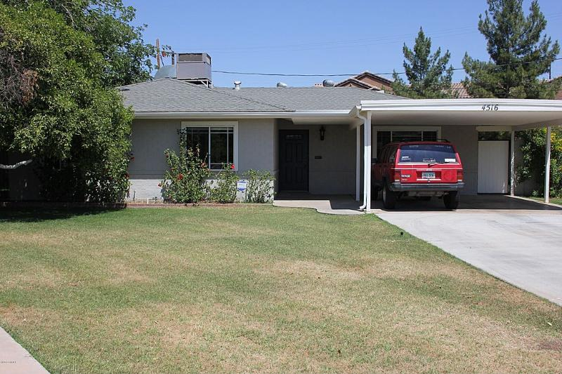 Front of House, Situated on a quiet cul-de-sac just north of Downtown 1 block from the light rail.. - North Central Phoenix Family Home - Phoenix - rentals