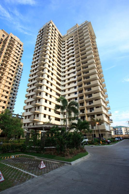 Cypress Tower Entrance - Stylish Studio Furnished Condo Unit For Rent - Taguig City - rentals