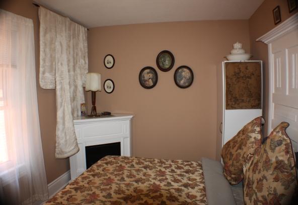 Ellis House Bed and Breakfast - (Jacuzzi / Fireplace / Queen Bed) - Ellis Suite - Adult Bed and Breakfast - (Jacuzzi / Fireplace / Queen Bed) - Elegant Ellis - Niagara Falls - rentals