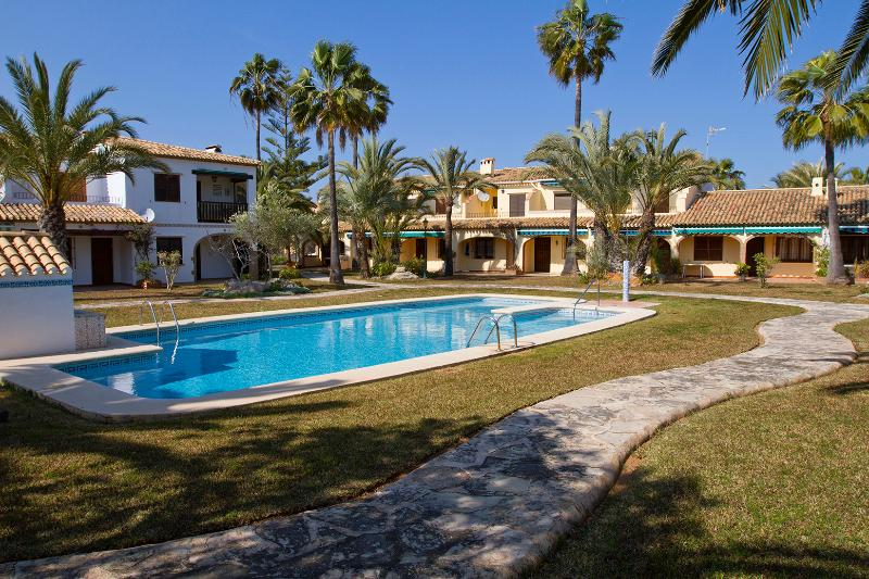 Pool and gardens. Very safe complex - Bungalow  at the best beach.Denia. WIFI. - Denia - rentals