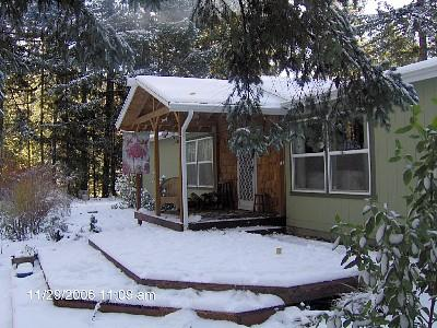 The front deck/ entrance in winter - Sandy River Ski House - Welches - rentals