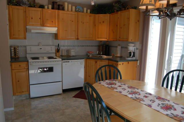 kitchen - Radium Hot Springs - Beautiful Riverstone Villa One Block To Main Street - Radium Hot Springs - rentals