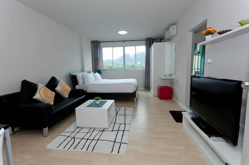 Stay in the heart of Phuket Dcondo Kathu RFH000344 - Image 1 - Kathu - rentals