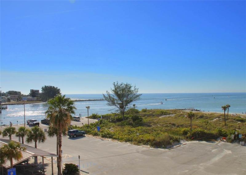 #305 Beach Place Condos - Image 1 - Madeira Beach - rentals