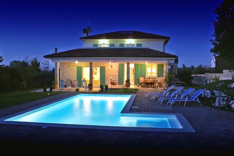 Luxurious 5 bedroom villa with private pool near Rovinj - Image 1 - Rovinjsko Selo - rentals