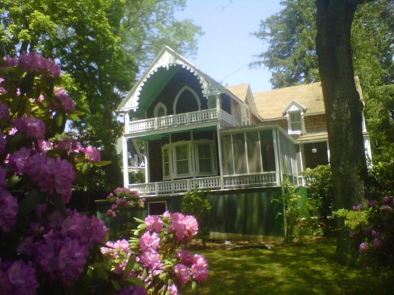 Large Victorian Home, 4 Bedrooms, 2 baths - Large 4 Bdrm Home in Shelter Island Heights, Inclu - Shelter Island - rentals