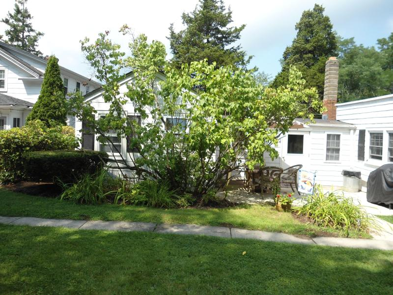 2 Bedroom Cottage with private patio - Historic White Blossom House - Circa 1830 Cottage - Southold - rentals