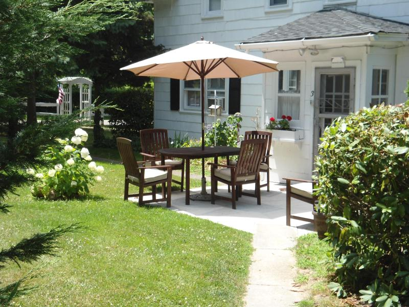 Own entrance with Patio and outside Furniture - Historic White Blossom House - Circa 1830 Apartmen - Southold - rentals