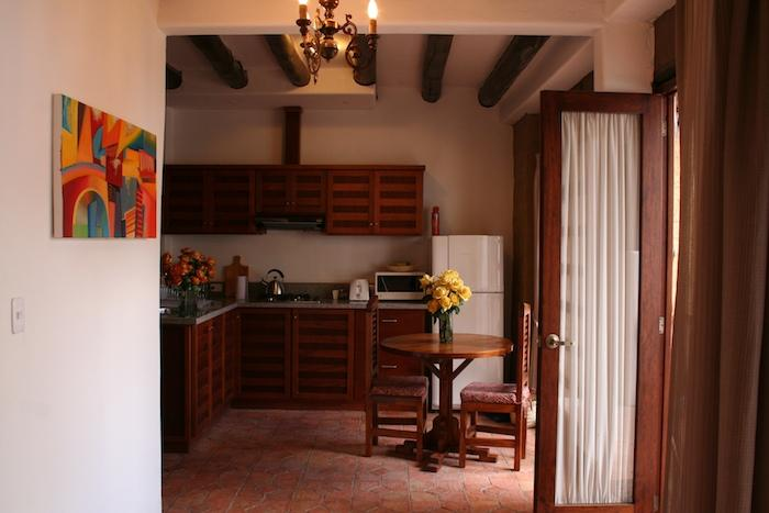 Dining area and entrance to the studio - Charming one-bedroom with garden, historic Cuenca - Cuenca - rentals