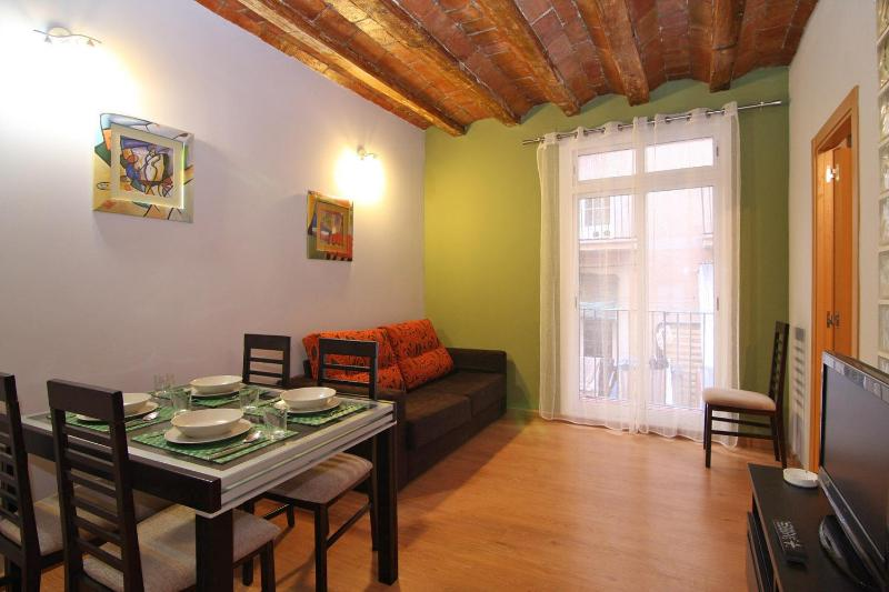 Apartment - Colourful Flat Near Las Ramblas - Barcelona - rentals