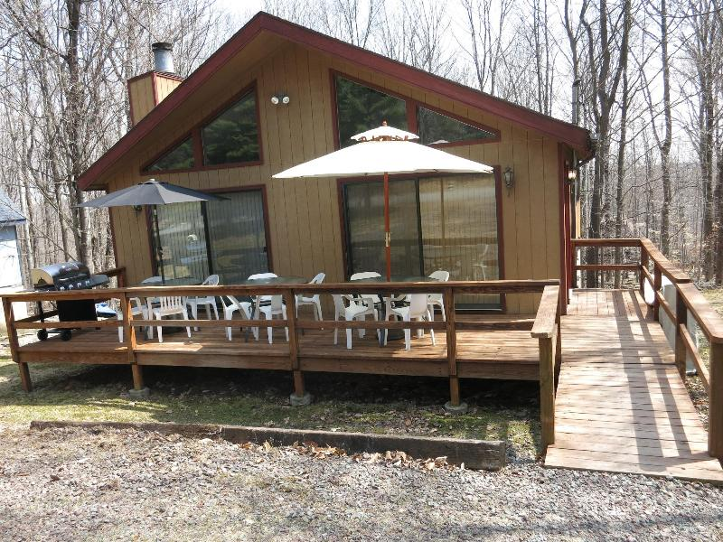 The PA Chalet 2, Don't let this house fool you it's bigger than it looks! 5 Bedroom, 2 Bathrooms - Fall  Specials at The PA Chalet 2: Poconos - Lake Ariel - rentals