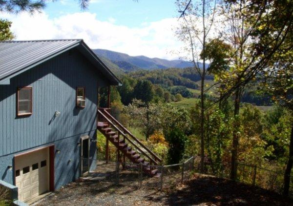 VIEWS FOR FALL COLORS ARE AMAZING. CLOSE TO ASHEVILLE. Wood Burning FP. FENCED YARD!!!PLAY AREA FOR CHILDREN. - Image 1 - Burnsville - rentals