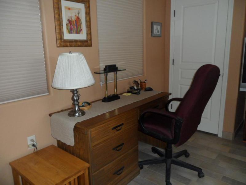 Desk and chair - Beautiful Casita, Private Entrance in High Desert! - Green Valley - rentals