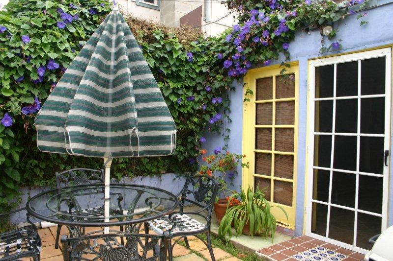 Cottage plants vary per season but always many to view. - La Jolla Beach Cottage Charmer Wind N Sea Beach - La Jolla - rentals