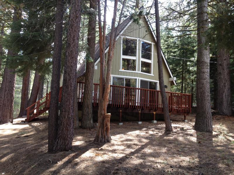 Front of Chalet - 3 bedroom/ 2 bath South Tahoe quiet forest setting - South Lake Tahoe - rentals