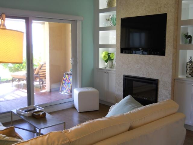 Living area with wall mounted flat panel HDTV - Turtle Dunes 1803 - Amelia Island - rentals