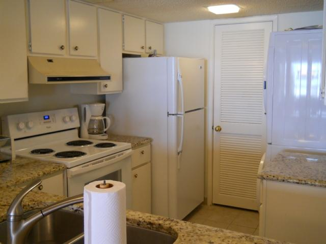 Kitchen area - Amelia Surf & Racquet Club B-170 - Amelia Island - rentals