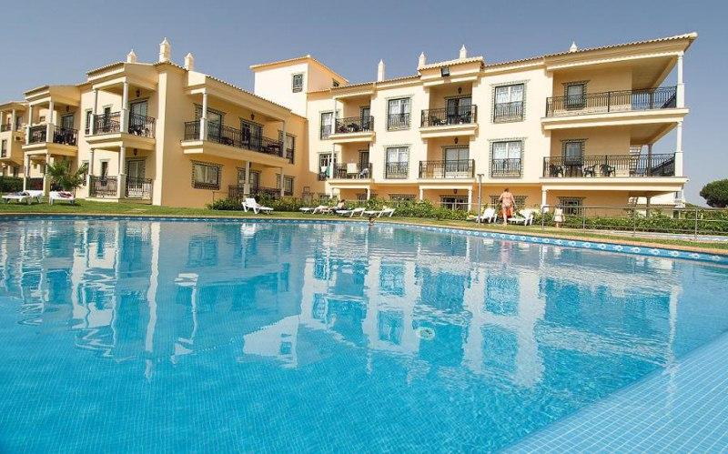 TWO BEDROOM APARTMENT FOR SIX PEOPLE 5 MINUTES WALKING FROM OURA BEACH, IN ALBUFEIRA - REF. QPB127180 - Image 1 - Albufeira - rentals