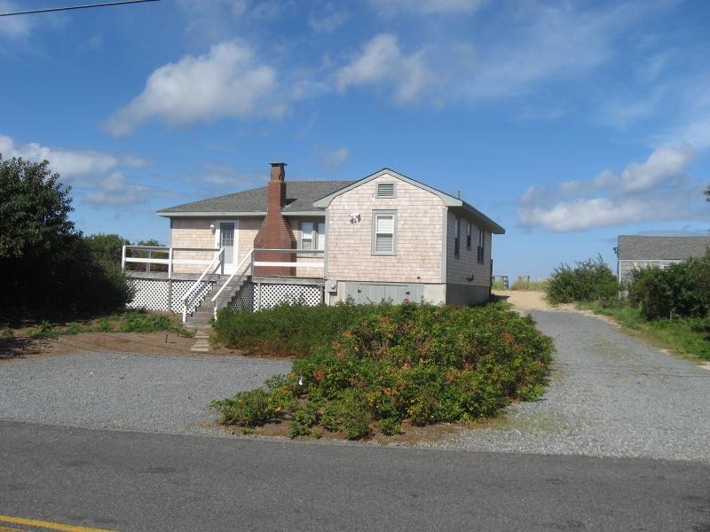 4BR 114/116 Shore Dr, Dennis MA PRIVATE BEACH FRONT - Image 1 - Dennis - rentals