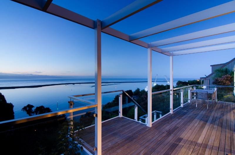 The deck - Sea Views Holiday House: Views & space - Nelson - rentals